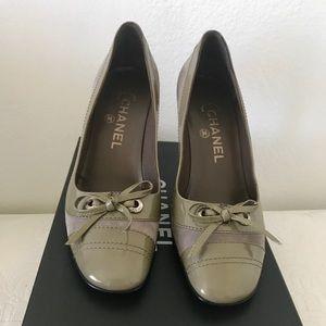 🆕 Chanel Grey Suede Pumps w. Bows sz 37